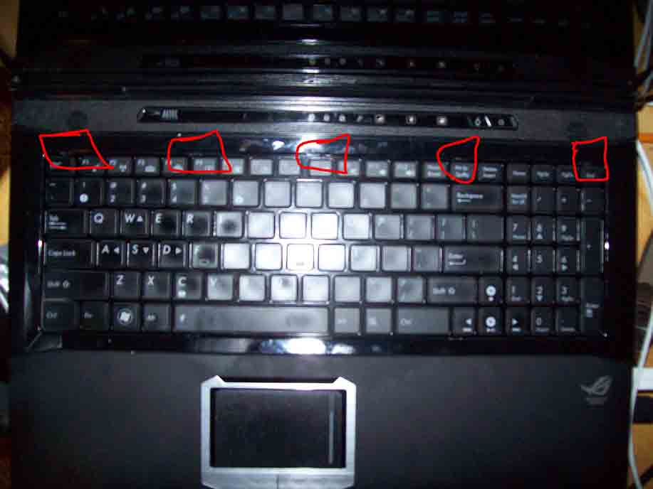 Removing the keyboard from the ASUS G51VX